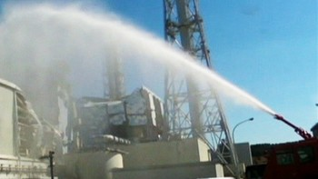 Video Sprayer vann over atomkraftverket i Fukushima - Foto: Nyhetsspiller /