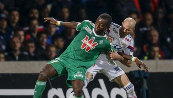 SOCCER-FRANCE/ Olympique Lyon's Jallet challenges Saint-Etienne's Gradel during their French Ligue 1 soccer match in Lyon