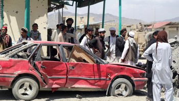 AFGHANISTAN-ATTACKS/ Villagers gather at the site of a car bomb attack in Urgon district, eastern province of Paktika