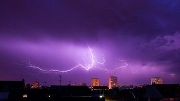 TOPSHOTS-FRANCE-WEATHER-LIGHTNING