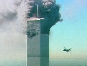 Fly nummer to inn i World Trade Center - Foto: ABC / AP