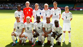 OLY-SOCC-FBWSOC/(FBW400E01) Britain's national soccer team members pose for a team photo before the women's Group E football match at the London 2012 Olympic Games in the Millennium Stadium in Cardiff