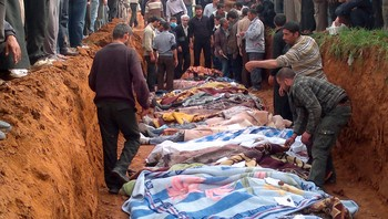 SYRIA/ People carry the body of men, whom activists say were killed by the Syrian government army, in Taftanaz village,