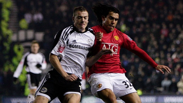 Paul Connolly og Carlos Tevez - Paul Connolly og Carlos Tevez. - Foto: DARREN STAPLES / REUTERS