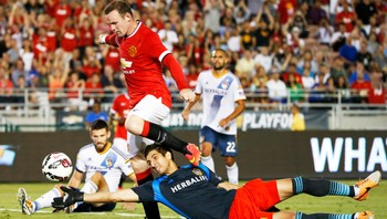 rooney - Wayne Rooney scoret to mål for Manchester United mot Los Angeles Galaxy. - Foto: LUCY NICHOLSON / Reuters