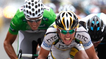 Mark Cavendish foran Thor Hushovd