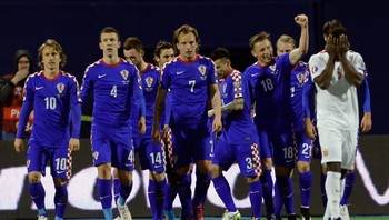 SOCCER-EURO/ Olic of Croatia celebrates his goal against Norway with team mates during their Euro 2016 qualifying soccer match at the Makisimir stadium in Zagreb