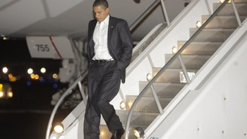 Barack Obama på flyplassen i Honolulu, HawaiiScanpix/AP