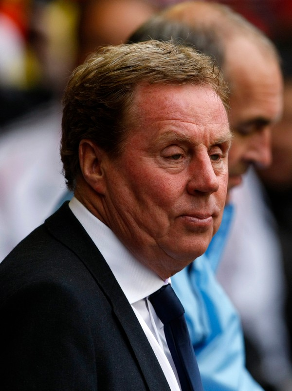 Tottenham-manager Harry Redknap - Harry Redknapp tror Adebayor blir skjelt ut av supporterne under kampen. - Foto: Tim Hales / Ap