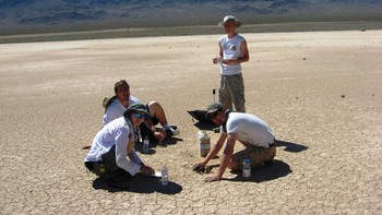 Vandrande steinar i Death Valley