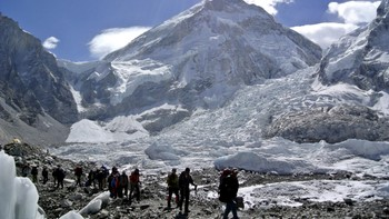 QUAKE-EVEREST/ File picture shows climbers walking towards their helicopter after their Mount Everest expeditions were cancelled in Solukhumbu district, Nepal