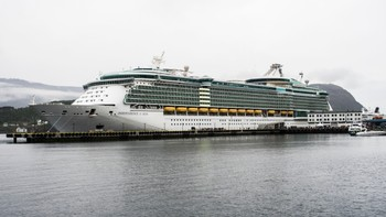 Independence of the Seas - Cruiseskipet Independence of the Seas ble i dag satt i arrest i Ålesund. - Foto: Alf-Jørgen Tyssing / NRK