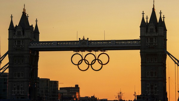 Tower Bridge med OL-ringer - Tower Bridge med OL-ringer. - Foto: FABRICE COFFRINI / AFP