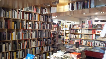 TRonsmo - One of the coolest bookshops in the world, sier Neil Gaiman om Tronsmo. - Foto: Tronsmo /