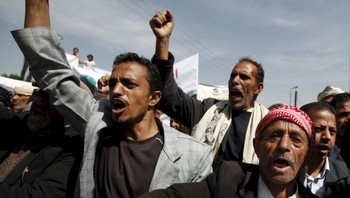 YEMEN-SECURITY/ People demonstrate against Saudi-led air strikes, outside the United Nations' offices in Sanaa