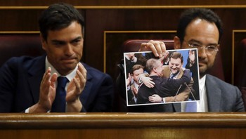 SPAIN-POLITICS/ Antonio Hernando, parliament spokesman of Spain's opposition Socialist Party (PSOE), holds up a picture next to PSOE leader Pedro Sanchez during a government control session at Spain's Parliament in Madrid,