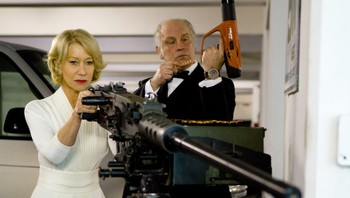 Helen Mirren i Red (2010). - Helen Mirren og John Malkovich i Red (2010). - Foto: Frank Masi / Summit Entertainment /