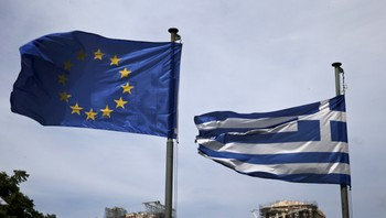 EUROZONE-GREECE/ An EU flag and a Greek national flag flutter as the ancient Parthenon temple is seen in the background in Athens