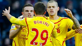 SOCCER-ENGLAND/ Liverpool's Borini celebrates his goal against Aston Villa with Henderson and Skrtel during their English Premier League soccer match in Birmingham - Fabio Borini kunne omsider juble for scoring denne sesongen. Den utskjelte Liverpool-spissen ordnet 1-0-målet borte mot Aston Villa. Her jubler italieneren sammen med servitør Jordan Henderson og stopperkjempen Martin Skrtel - Foto: DARREN STAPLES / Reuters