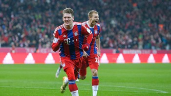 SOCCER-GERMANY/ Bayern Munich's Schweinsteiger celebrates with Badstuber after scoring against FC Cologne during Bundesliga soccer match in Munich