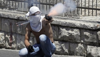 Demonstrant i Jerusalem - Foto: AHMAD GHARABLI / Afp