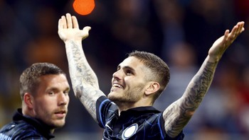 SOCCER-ITALY/ Inter Milan's Icardi celebrates with teammate Podolski after scoring against AS Roma during their Serie A soccer match at the San Siro stadium in Milan
