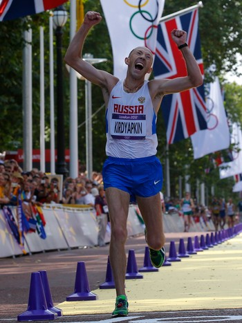 OLY-ATHL-ATM50W-DAY15/(ATM095101) Russia's Sergey Kirdyapkin celebrates winning men's 50km race walk at London 2012 Olympic Games - En lykkelig Sergey Kirdyapkin går inn til seier i 50-km kappgang. - Foto: LASZLO BALOGH / NTB Scanpix
