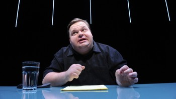 This-American-Life-Retraction - Mike Daisey, mannen bak This American Life-innslaget som fortalte om svært kritikkverdige forhold hos Apples underleverandører i Kina. - Foto: Stan Barouh / Ap