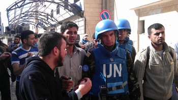 SYRIA-HOMS/ Members of the first U.N. monitoring team in Syria, together with members of the Syrian Free Army, visit Homs