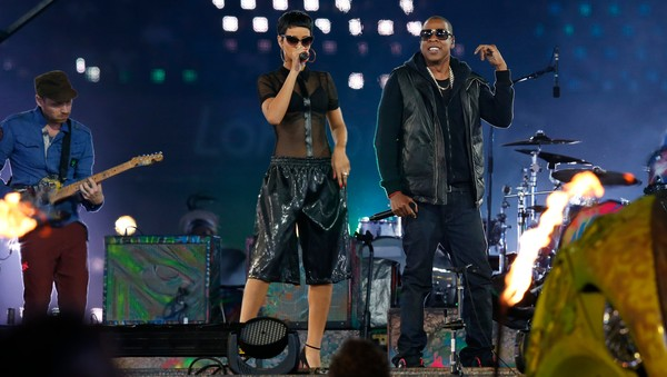 PARALYMPICS/ Singer Rihanna and rapper Jay Z perform in the Olympic Stadium during the closing ceremony of the London 2012 Paralympic Games - Superstjernene Rihanna og Jay-Z sto på scenen sammen under avslutningen av Paralympics. - Foto: SUZANNE PLUNKETT / Reuters