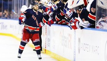 Mats Zuccarello jubler for straffemål - Mats Zuccarello fikk bra med spilletid i NHL-sluttspillet for Rangers. Her feirer han scoring mot Toronto Maple Leafs i April. - Foto: Al Bello / Getty Images