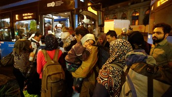 EUROPE-MIGRANTS/HUNGARY Migrants enter a bus, which is supposed to leave to Austria and Germany, at the Keleti trainstation in Budapest