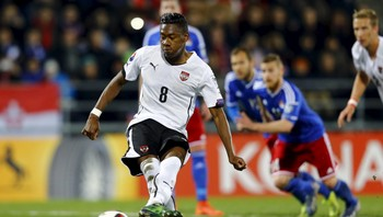 SOCCER-EURO/ Austria's Alaba fails to score a penalty against Liechtenstein during their Euro 2016 qualifying soccer match in Vaduz