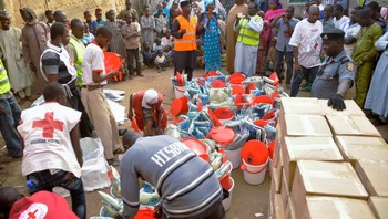 NIGERIA-VIOLENCE/ Displaced people gather as the Red Cross in Kano distributes relief materials at a relief camp in Dawaki