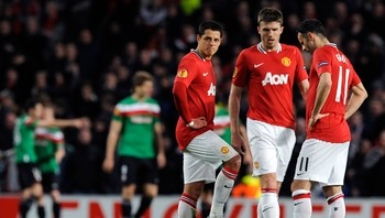 Manchester United - Javier Hernandez, Michael Carrick and Ryan Giggs under oppgjøret mot Athletic Bilbao. - Foto: NIGEL RODDIS / Reuters
