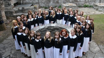 Jentekoret til gamlebyens musikkhus i Tallin - Estonia: Girls' Choir of the Old Town Music House /Conductor Maarja Soone