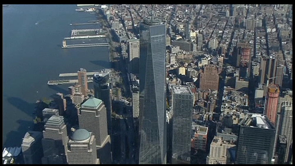 Helikopterbilder av One World Trade  Center på Manhattan i New York