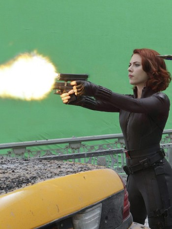 Scarlett Johansson og Jeremy Renner under filmingen av The Avengers. - Scarlett Johansson under filmingen av The Avengers. - Foto: Photo Credit: Zade Rosenthal /