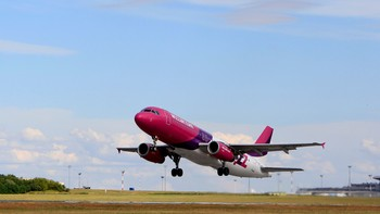 WIZZAIR-HUNGARY/ A Wizz Air Airbus A320-200 aircraft takes off from Budapest Airport