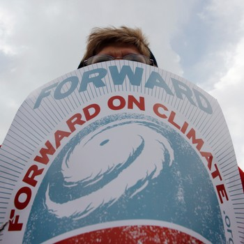 """Forward on Climate""-bevegelsen - 'Forward on Climate', oppfordres president Obama. - Foto: RICHARD CLEMENT / Reuters"