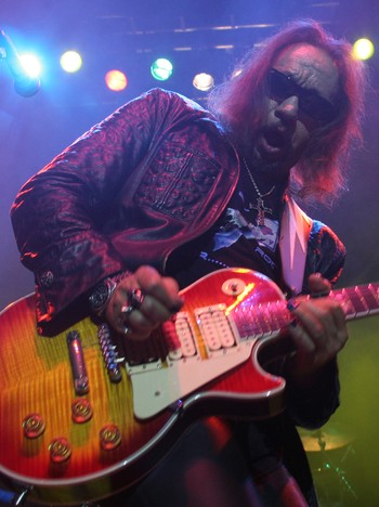 Ace Frehley - SPACED: - Ace Frehley didn't know what he was there for, Costello says. Frehley here live on stage in Oslo earlier this year. - Foto: Roy Hilmar Svendsen / NRK
