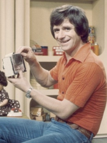 Johnny Ball, BBC Play School - Johnny Ball var programleder for Play School, men påstår at han ikke røykte under opptak. - Foto: BBC /