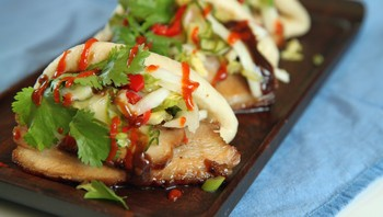 Pork belly buns - Pork belly buns, gatemat fra New York. - Foto: Tone Rieber-Mohn / NRK