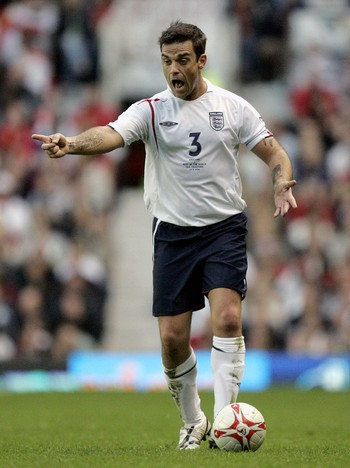 Robbie Williams - Robbie Williams, her i fotballdrakt under en veldedighetskamp i 2006. - Foto: DAVE THOMPSON / AP
