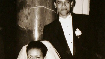Barack og Michelle Obamas bryllupsbilde - På sin første date dro Barack og Michelle Obama på kino for å se Spike Lee-filmen 'Do The Right Thing'. I oktober 1990 giftet de seg. - Foto: Anonymous / AP