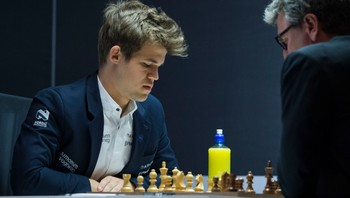 Carlsen nummer to i Norway Chess - NORWAY CHEASS 2014: Magnus Carlsen spiller mot Simen Agdestein under 9. runde i Stavanger. Han vant, men det holdt ikke til seier sammenlagt. - Foto: Carina Johansen / NTB Scanpix
