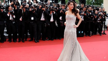 FILM-CANNES/ Actress Salma Hayek poses on the red carpet for the opening ceremony of the 64th Cannes Film Festival