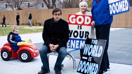 Louis Theroux i dokumentaren om Westboro Baptist Church (Foto: BBC Worldwide)