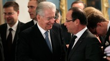 Mario Monti og Francois Hollande (Foto: POOL/Reuters)
