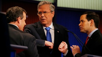 USA-ELECTION/ Republican U.S. presidential candidate rivals Christie, Bush and Rubio talk after the conclusion of the debate held by Fox News for the top 2016 U.S. Republican presidential candidates in Des Moines